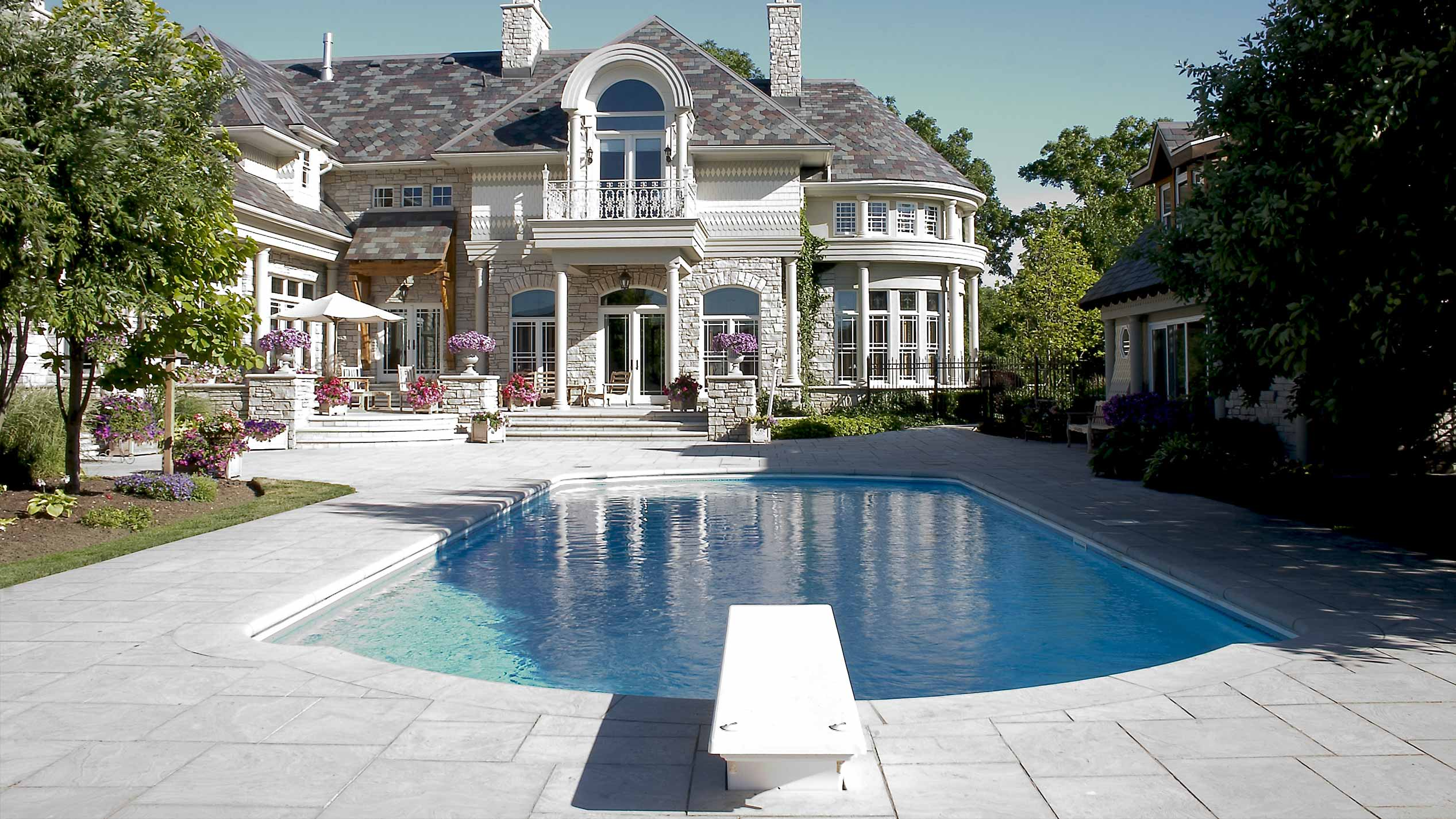 Luxury Pool Design From The Experts In Deluxe Swimming Pools